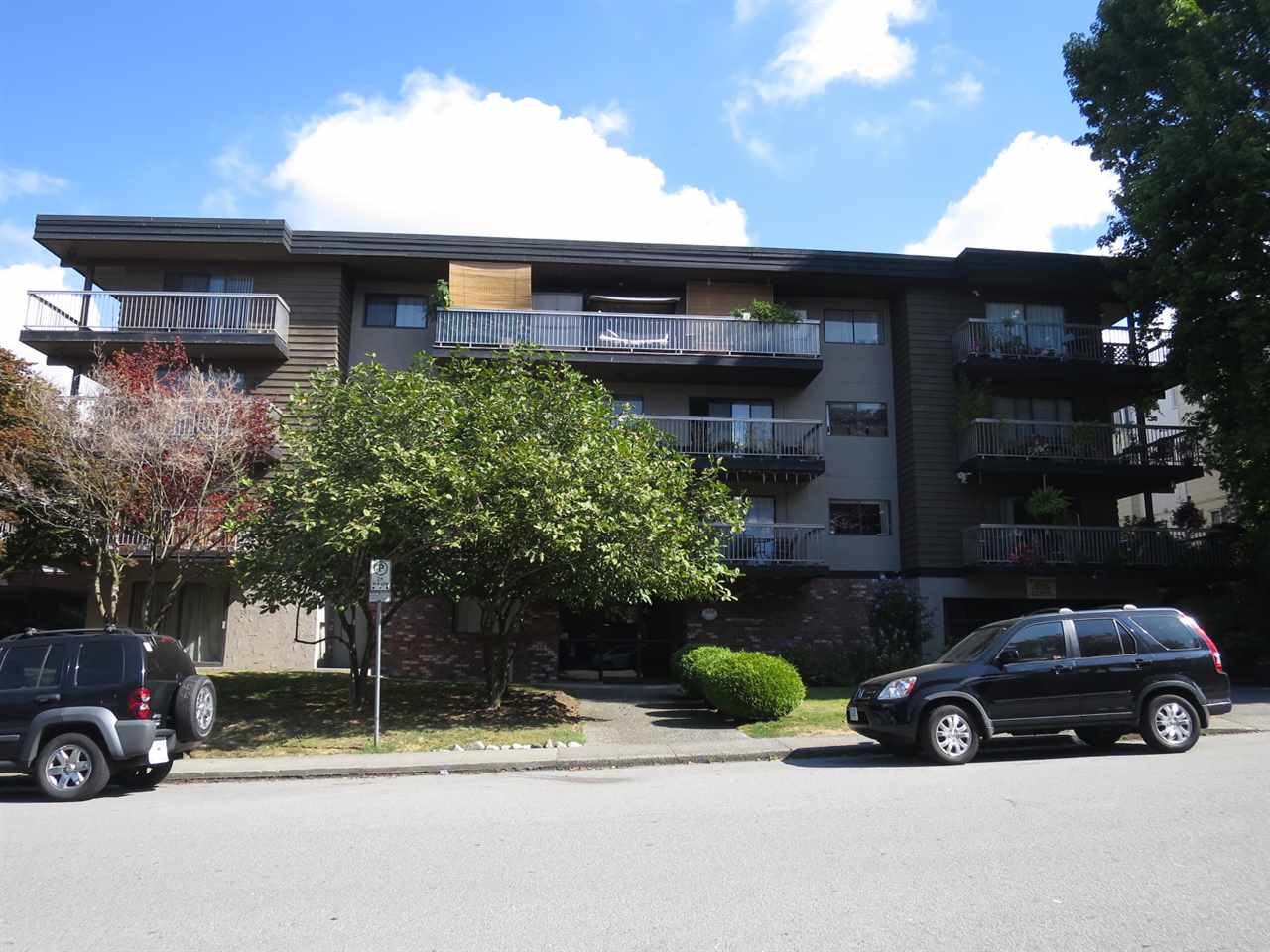 "Main Photo: 102 330 W 2 Street in North Vancouver: Lower Lonsdale Condo for sale in ""Lorraine Place"" : MLS® # R2206253"