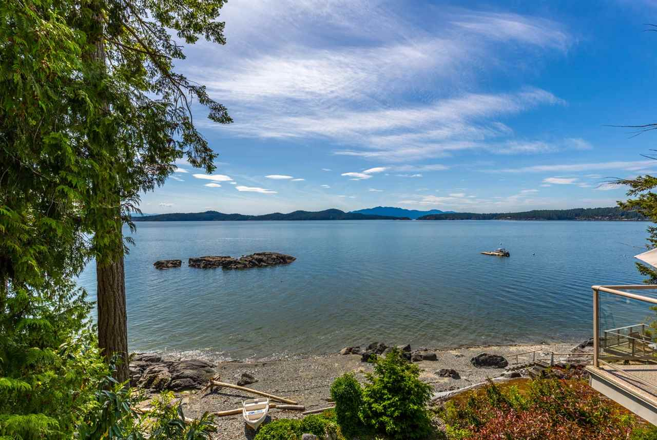 Photo 2: Photos: 8605 REDROOFFS Road in Halfmoon Bay: Halfmn Bay Secret Cv Redroofs House for sale (Sunshine Coast)  : MLS® # R2236253