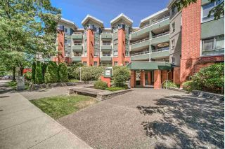 "Main Photo: 403 128 W 8TH Street in North Vancouver: Central Lonsdale Condo for sale in ""The Library"" : MLS® # R2241470"
