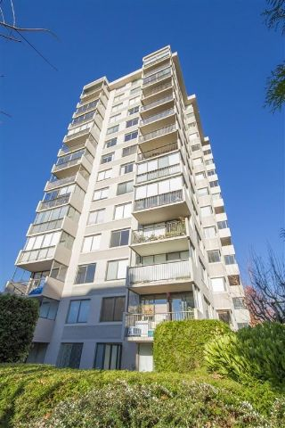 Main Photo: 704 555 13TH Street in West Vancouver: Ambleside Condo for sale : MLS®# R2245905