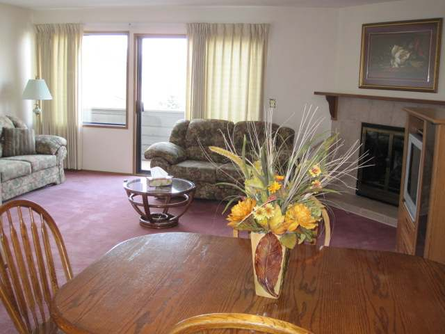 Photo 2: 1810 SPRINGHILL DRIVE in Kamloops: Sahali Residential Attached for sale (15)  : MLS(r) # 106510