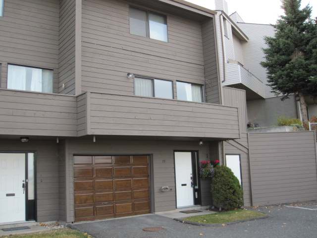 Main Photo: 1810 SPRINGHILL DRIVE in Kamloops: Sahali Residential Attached for sale (15)  : MLS(r) # 106510