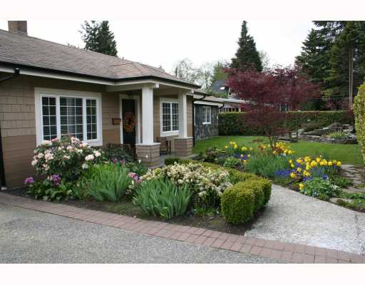 Main Photo: 1541 Ross Rd in North Vancouver: Lynn Valley House  : MLS® # v761592
