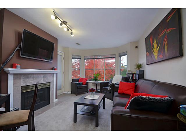 Photo 3: 203 2355 W Broadway in Vancouver: Kitsilano Condo for sale (Vancouver West)  : MLS(r) # V993104