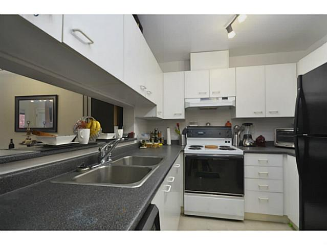 Photo 2: 203 2355 W Broadway in Vancouver: Kitsilano Condo for sale (Vancouver West)  : MLS(r) # V993104