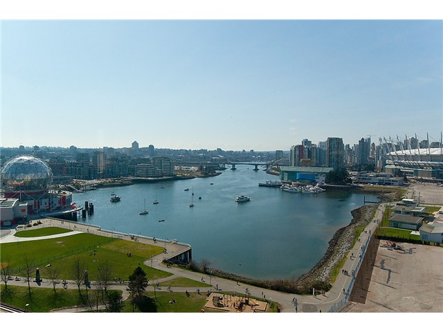 "Main Photo: 2205 120 MILROSS Avenue in Vancouver: Mount Pleasant VE Condo for sale in ""Brighton"" (Vancouver East)  : MLS® # V1039028"