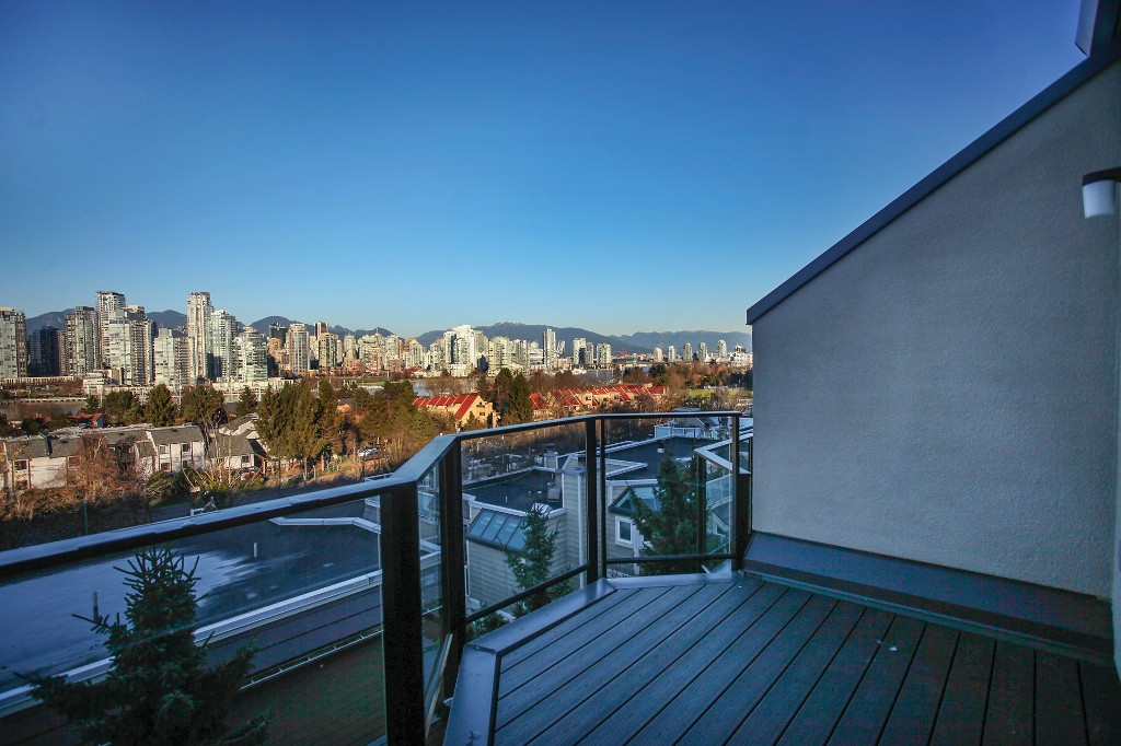 "Photo 2: 107 1141 W 7TH Avenue in Vancouver: Fairview VW Townhouse for sale in ""FAIRVIEW SLOPES"" (Vancouver West)  : MLS(r) # V1040244"