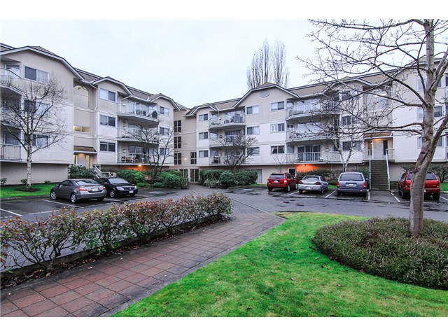 "Main Photo: 207 5419 201A Street in Langley: Langley City Condo for sale in ""Vista Gardens"" : MLS®# F1401974"
