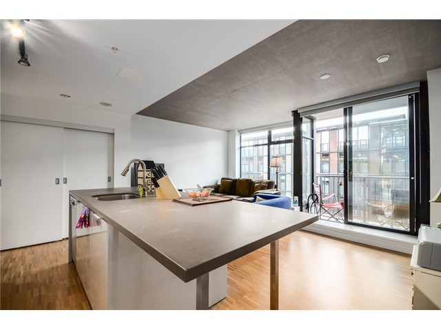 "Photo 3: 702 128 W CORDOVA Street in Vancouver: Downtown VW Condo for sale in ""Woodwards"" (Vancouver West)  : MLS® # V1066426"