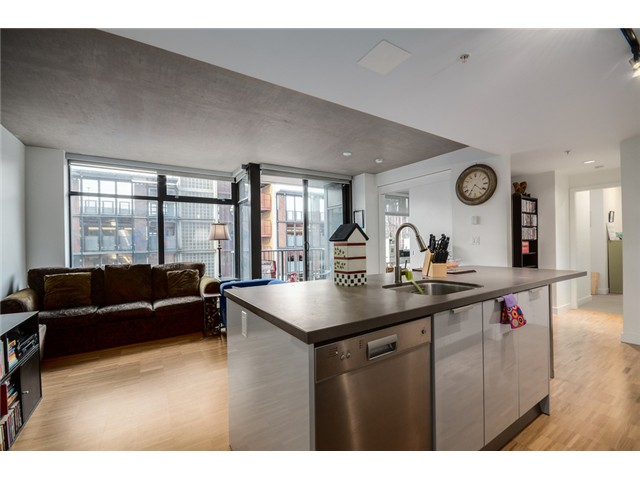"Photo 2: 702 128 W CORDOVA Street in Vancouver: Downtown VW Condo for sale in ""Woodwards"" (Vancouver West)  : MLS® # V1066426"