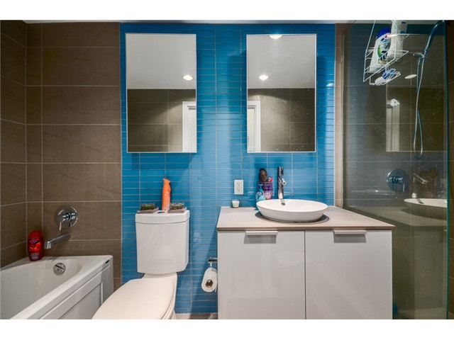 "Photo 16: 702 128 W CORDOVA Street in Vancouver: Downtown VW Condo for sale in ""Woodwards"" (Vancouver West)  : MLS® # V1066426"