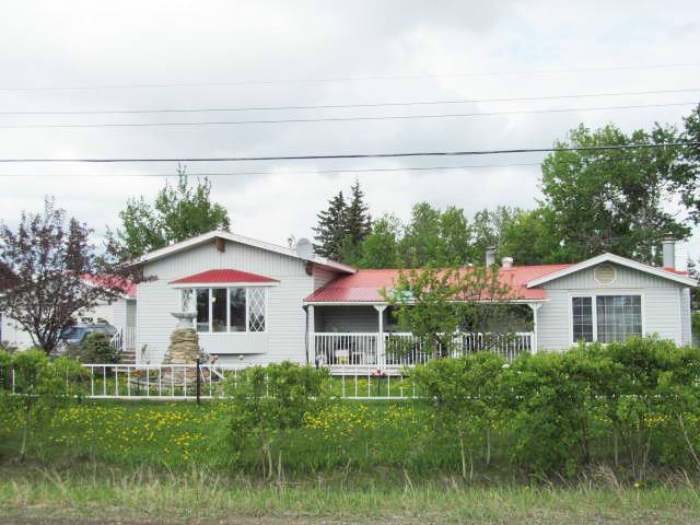 Main Photo: 12274 OAK Avenue in Fort St. John: Fort St. John - Rural W 100th House for sale (Fort St. John (Zone 60))  : MLS® # N241023