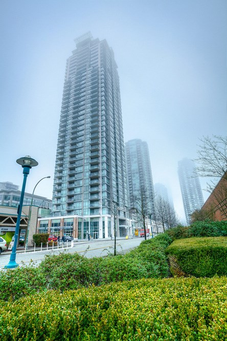 "Main Photo: 4203 2955 ATLANTIC Avenue in Coquitlam: North Coquitlam Condo for sale in ""THE OASIS"" : MLS(r) # R2023186"