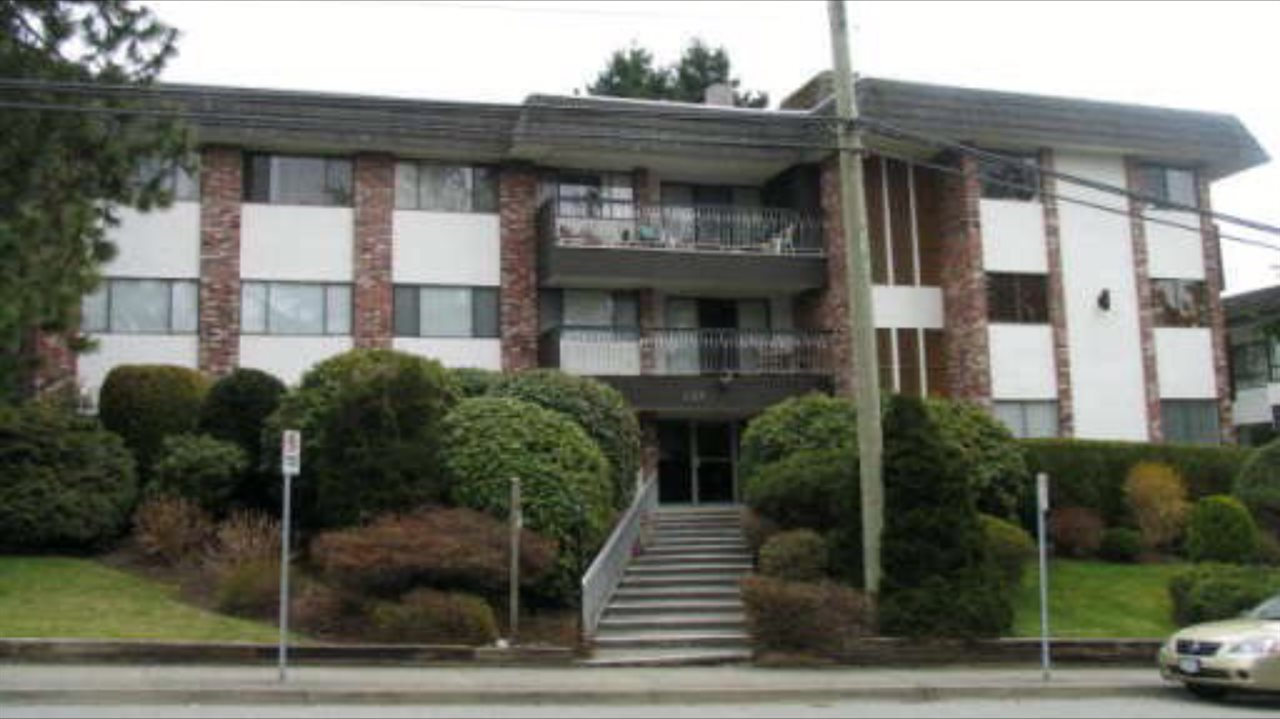 "Main Photo: 204 1330 MARTIN Street: White Rock Condo for sale in ""THE COACH HOUSE"" (South Surrey White Rock)  : MLS® # R2067550"