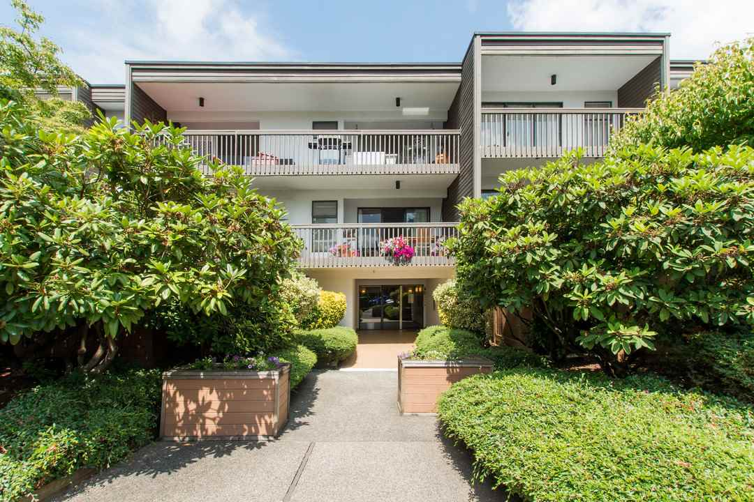 "Main Photo: 309 265 E 15TH Avenue in Vancouver: Mount Pleasant VE Condo for sale in ""THE WOODGLEN"" (Vancouver East)  : MLS® # R2092544"
