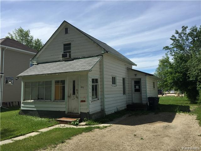 Main Photo: 205 2nd Avenue Northeast in Dauphin: R30 Residential for sale (R30 - Dauphin and Area)  : MLS® # 1622111