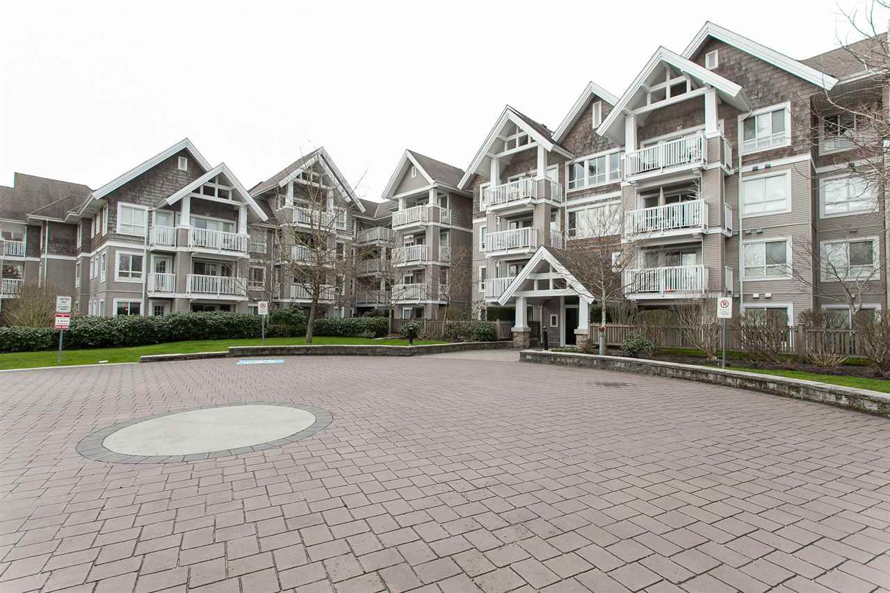 "Main Photo: 220 20750 DUNCAN Way in Langley: Langley City Condo for sale in ""FAIRFIELD LANE"" : MLS®# R2149566"