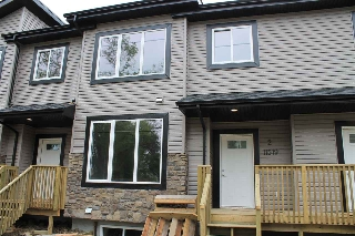 Main Photo:  in Edmonton: Zone 07 Townhouse for sale : MLS(r) # E4068754