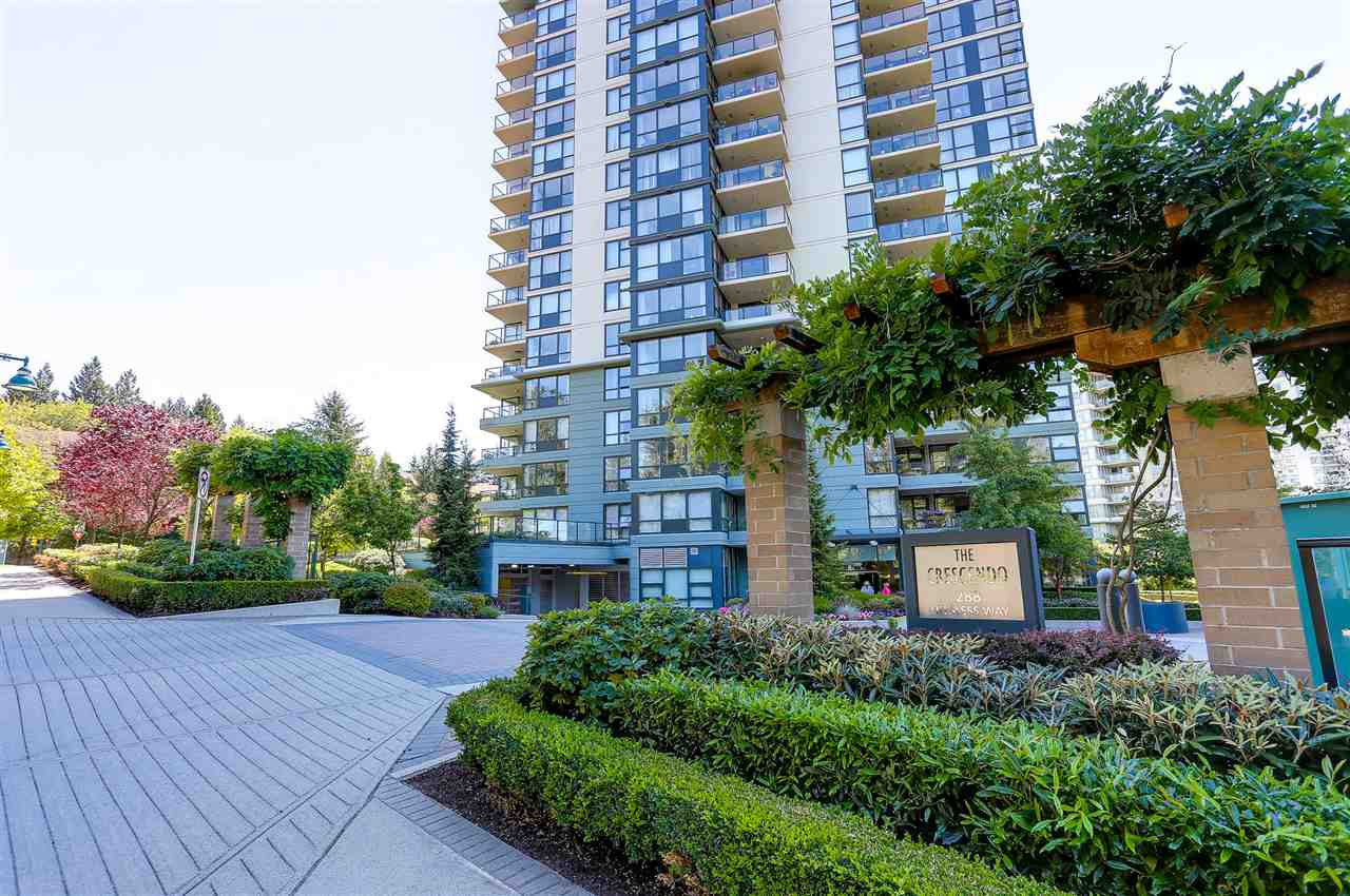 Photo 2: 403 288 UNGLESS Way in Port Moody: North Shore Pt Moody Condo for sale : MLS® # R2196452