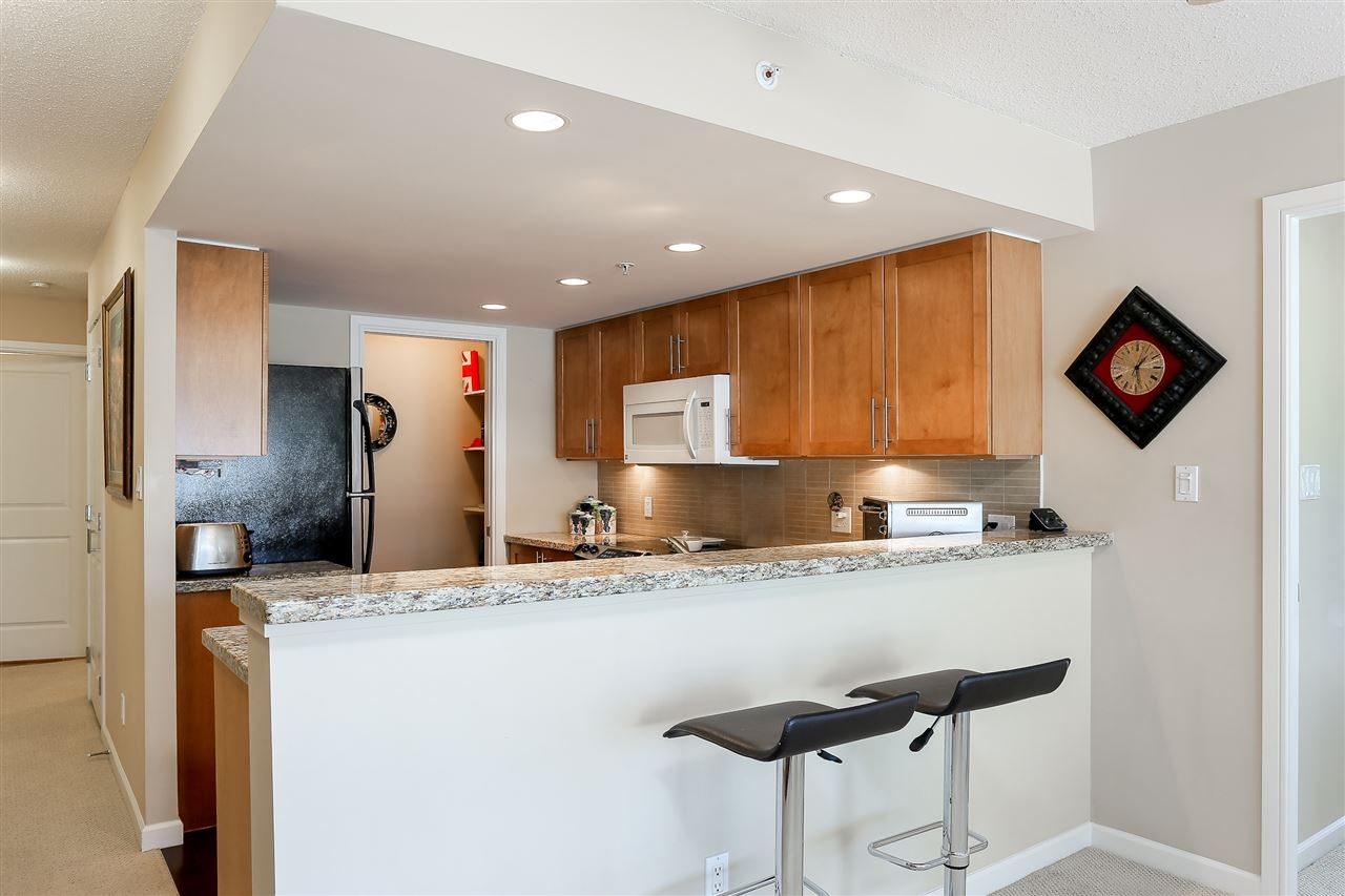 Photo 6: 403 288 UNGLESS Way in Port Moody: North Shore Pt Moody Condo for sale : MLS® # R2196452
