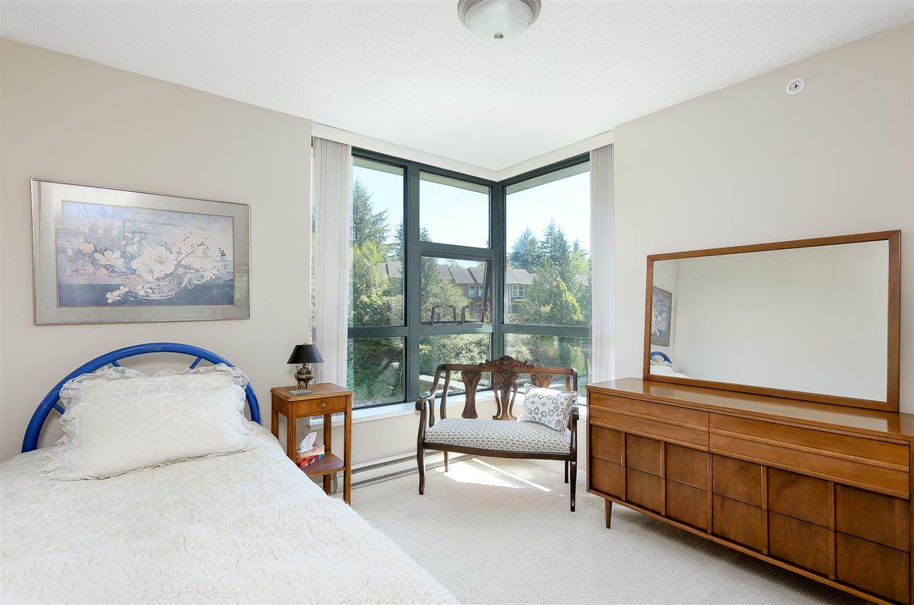 Photo 14: 403 288 UNGLESS Way in Port Moody: North Shore Pt Moody Condo for sale : MLS® # R2196452