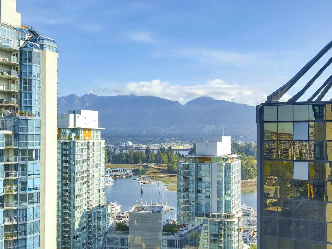 "Main Photo: 1910 1367 ALBERNI Street in Vancouver: Downtown VW Condo for sale in ""The Lions"" (Vancouver West)  : MLS® # R2198218"