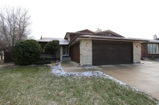 Main Photo: 2 Hazel Park Drive in Winnipeg: Richmond West Single Family Detached for sale (1S)  : MLS® # 1728254