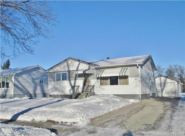 Main Photo: 126 9th Avenue Southeast in Dauphin: Residential for sale (R30 - Dauphin and Area)  : MLS®# 1731058