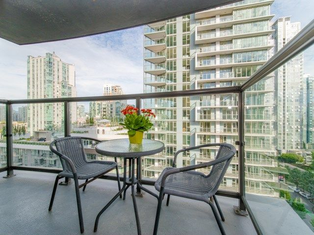 "Main Photo: 1202 501 PACIFIC Street in Vancouver: Downtown VW Condo for sale in ""The 501"" (Vancouver West)  : MLS®# R2285093"