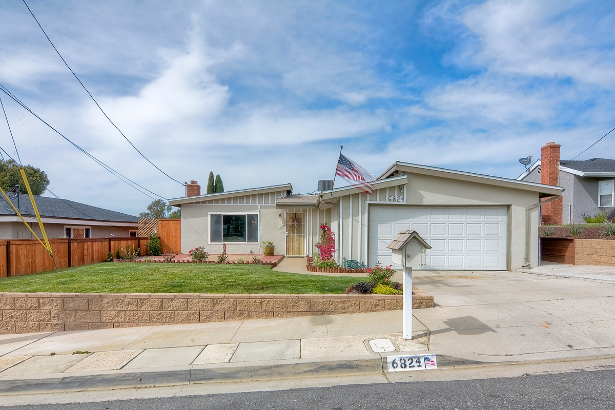 Cul-de-sac home, nicely remodeled with backyard, sit-down views to Cowles Mountain.