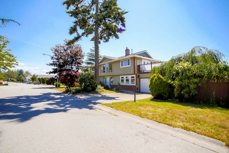 Photo 2: 13314 14A Avenue in Surrey: Crescent Bch Ocean Pk. House for sale (South Surrey White Rock)  : MLS® # R2074235