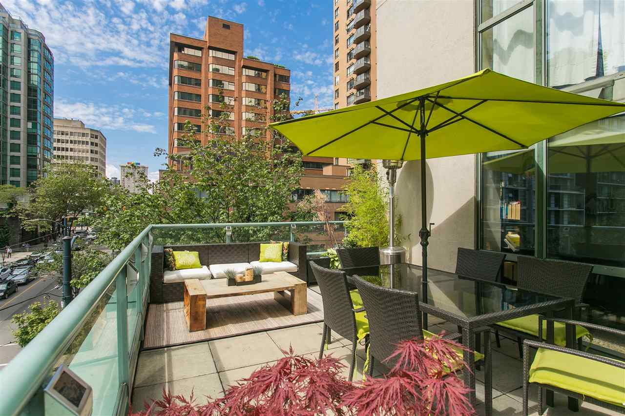 "Main Photo: 302 1188 HOWE Street in Vancouver: Downtown VW Condo for sale in ""1188 HOWE"" (Vancouver West)  : MLS® # R2093004"