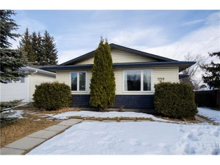 Main Photo: 5516 SILVERDALE Drive NW in Calgary: Silver Springs House for sale : MLS(r) # C4098908
