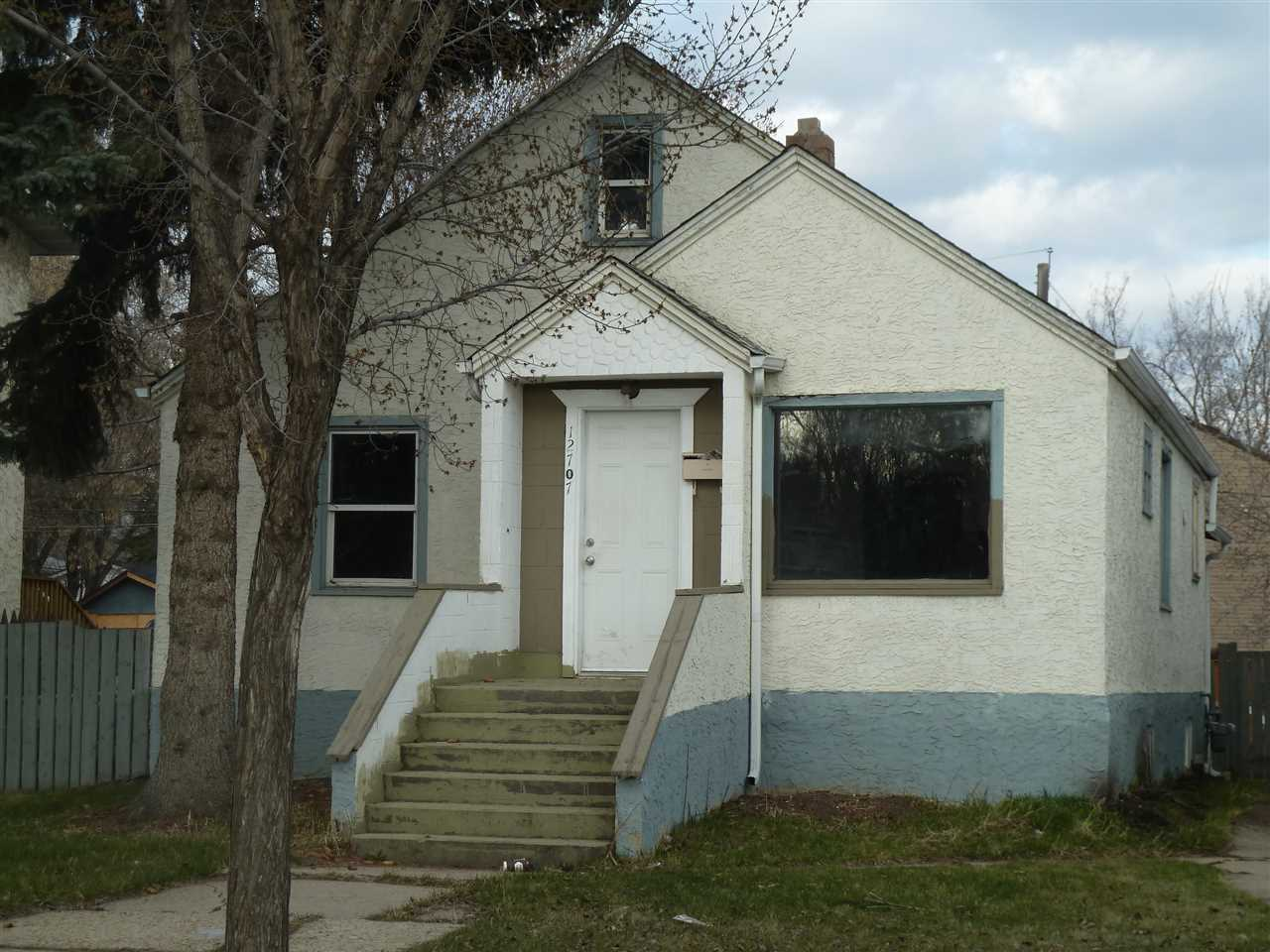 Main Photo:  in Edmonton: Zone 01 House for sale : MLS(r) # E4061431