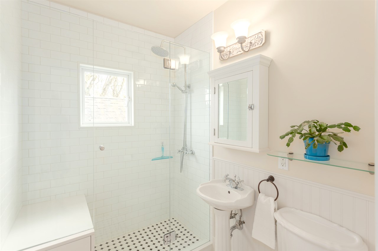 Photo 18: 1820 E 4TH AVENUE in Vancouver: Grandview VE House for sale (Vancouver East)  : MLS® # R2161591