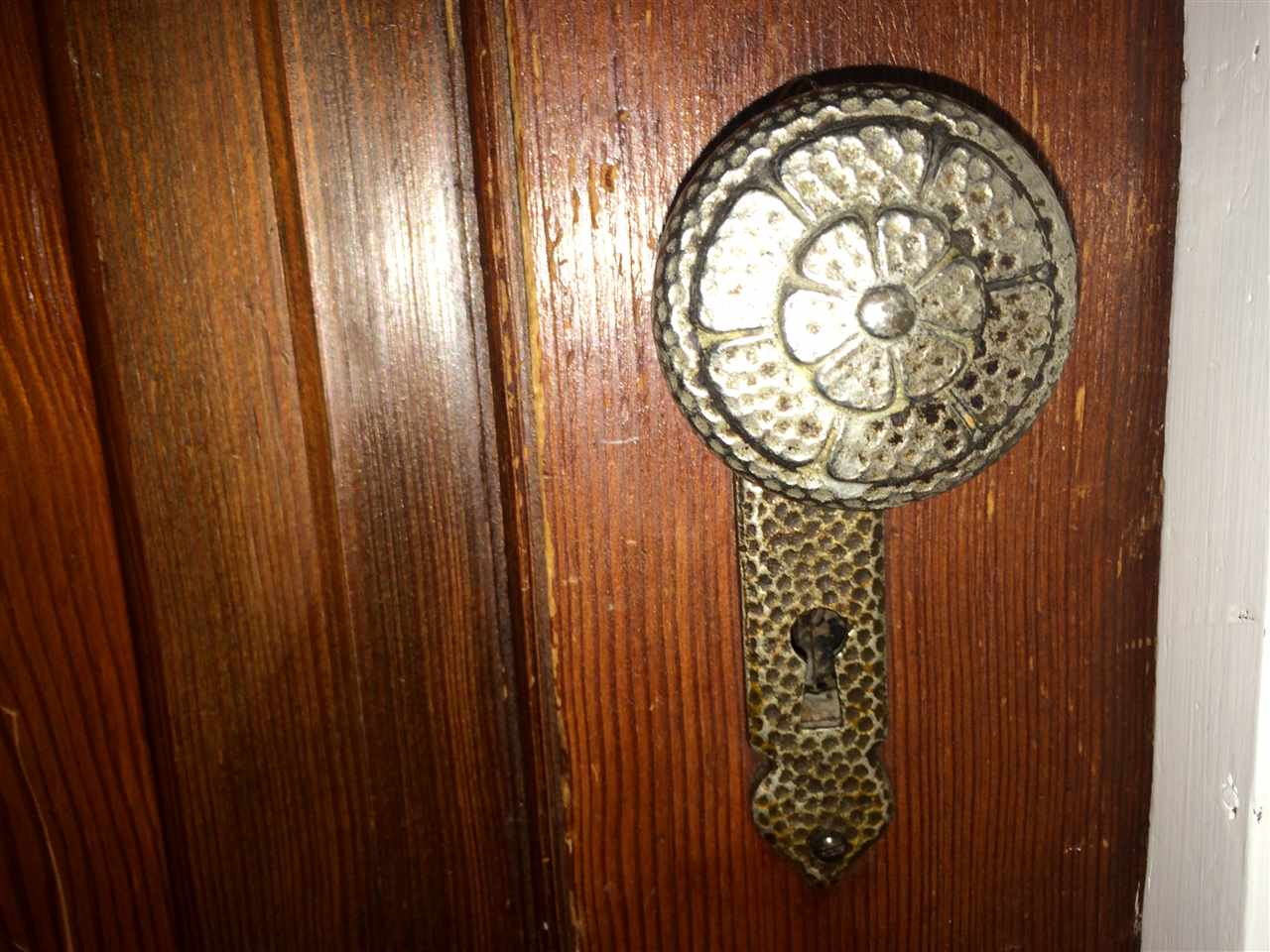Original hardware for door knobs