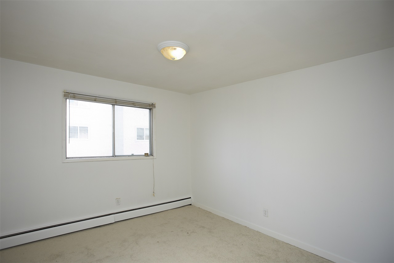 Photo 9: 304 10730 105 Street in Edmonton: Zone 08 Condo for sale : MLS® # E4076471