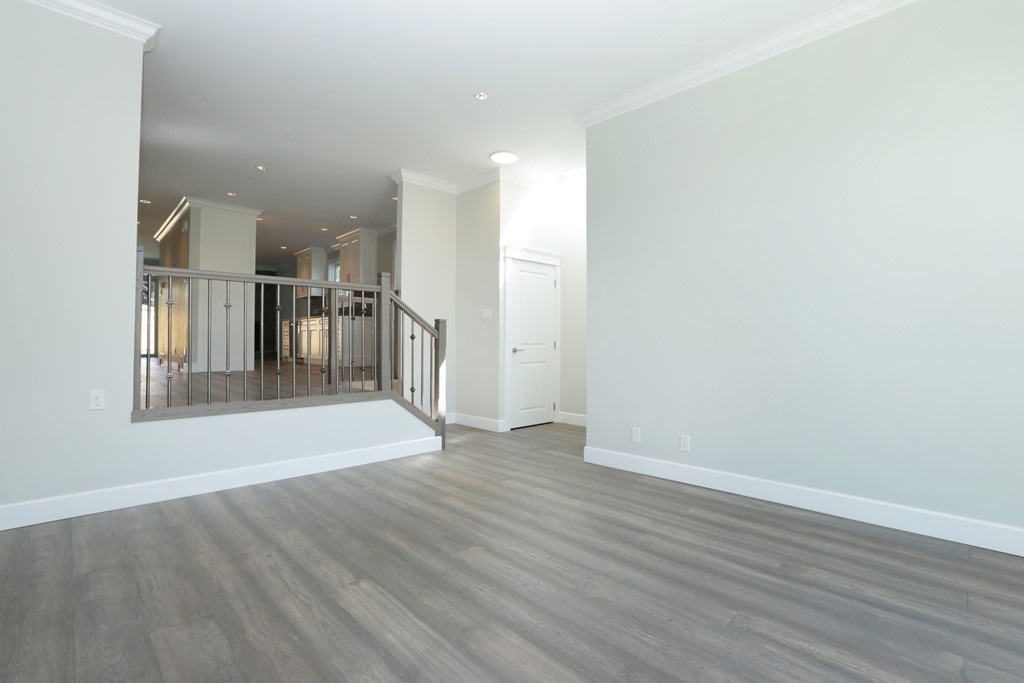 Photo 3: 268 E 9TH Street in North Vancouver: Central Lonsdale House 1/2 Duplex for sale : MLS® # R2202728