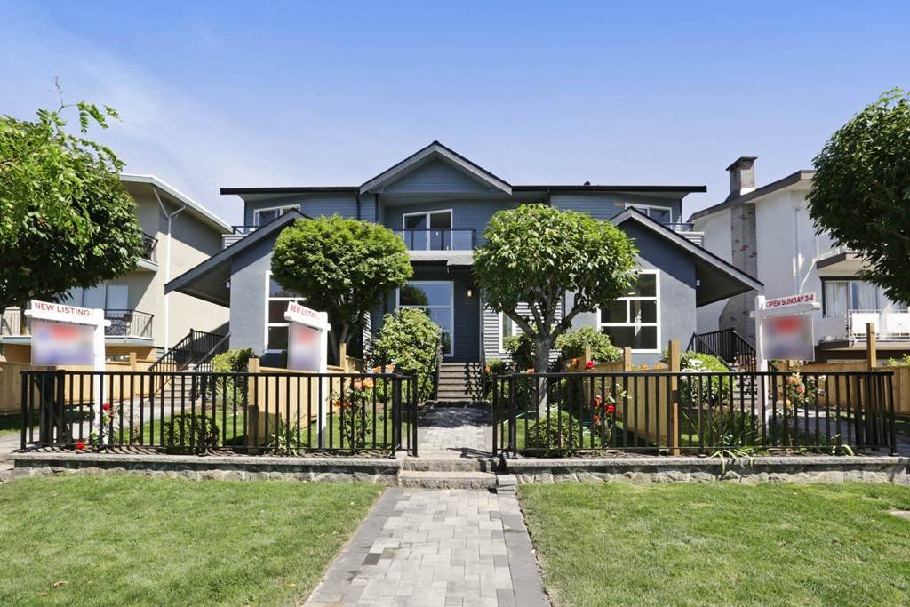 Main Photo: 268 E 9TH Street in North Vancouver: Central Lonsdale House 1/2 Duplex for sale : MLS® # R2202728