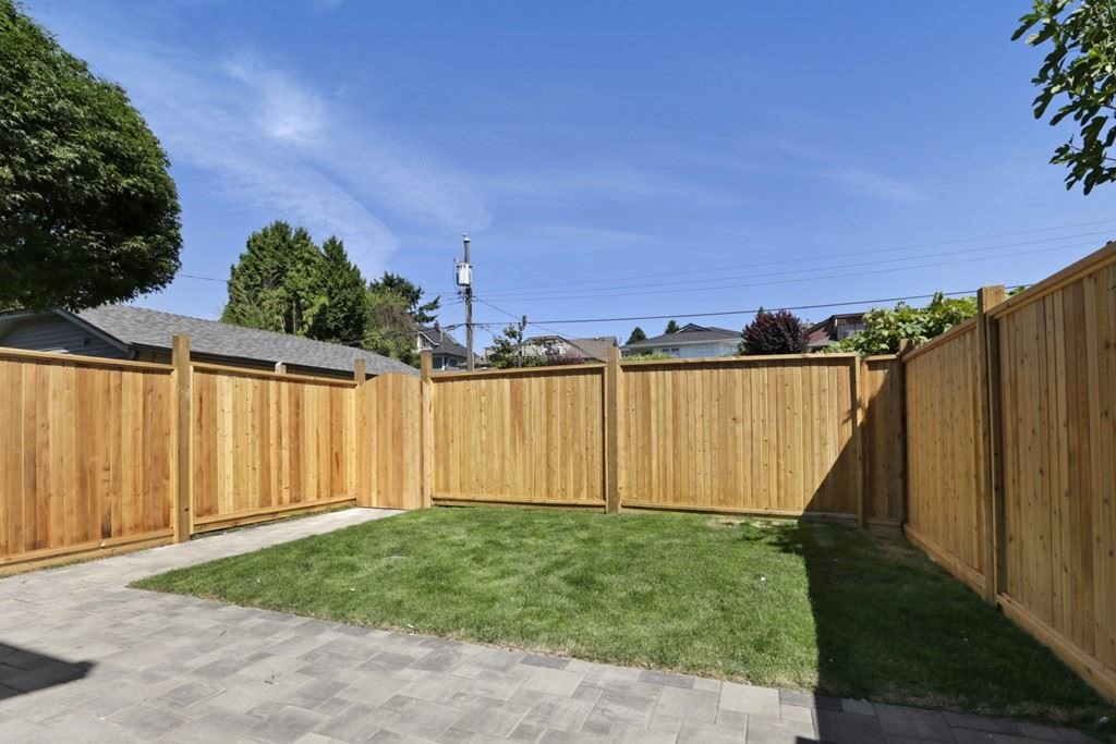 Photo 19: 268 E 9TH Street in North Vancouver: Central Lonsdale House 1/2 Duplex for sale : MLS® # R2202728