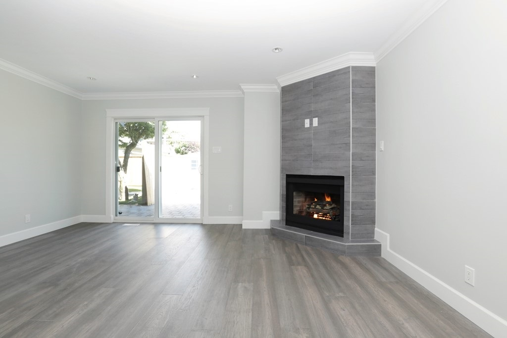 Photo 8: 268 E 9TH Street in North Vancouver: Central Lonsdale House 1/2 Duplex for sale : MLS® # R2202728