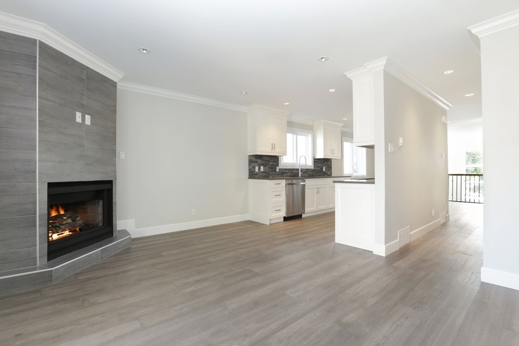 Photo 9: 268 E 9TH Street in North Vancouver: Central Lonsdale House 1/2 Duplex for sale : MLS® # R2202728