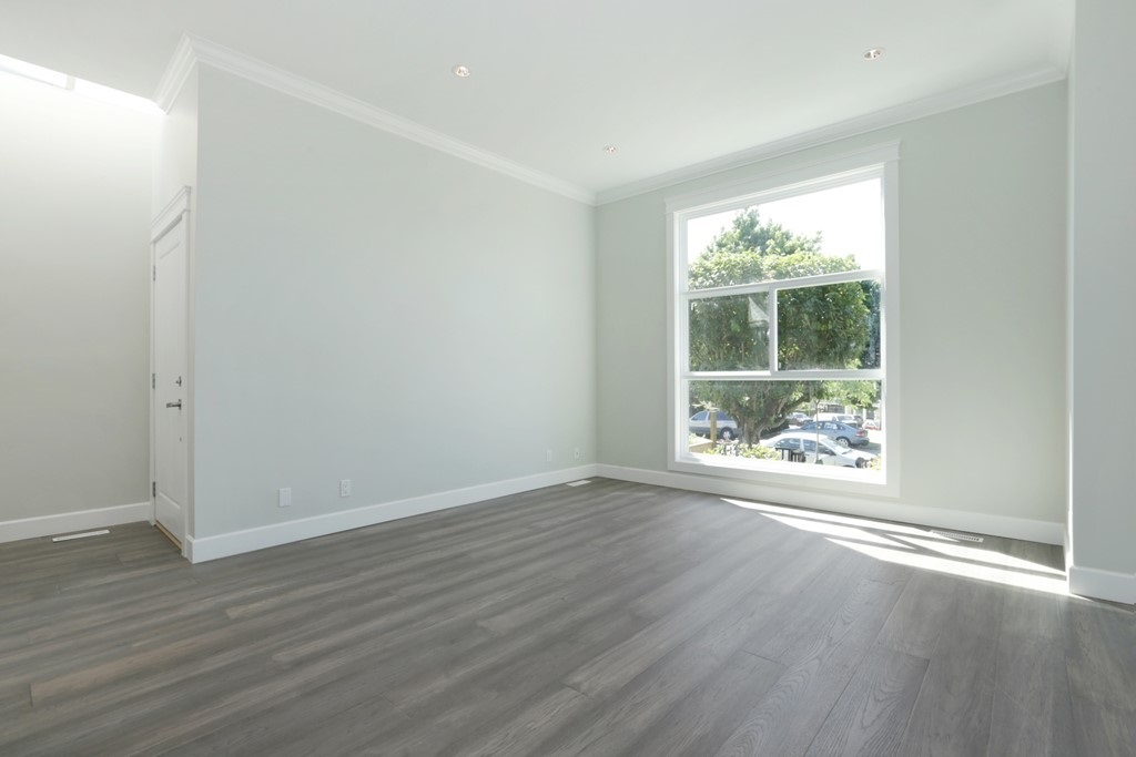 Photo 4: 268 E 9TH Street in North Vancouver: Central Lonsdale House 1/2 Duplex for sale : MLS® # R2202728