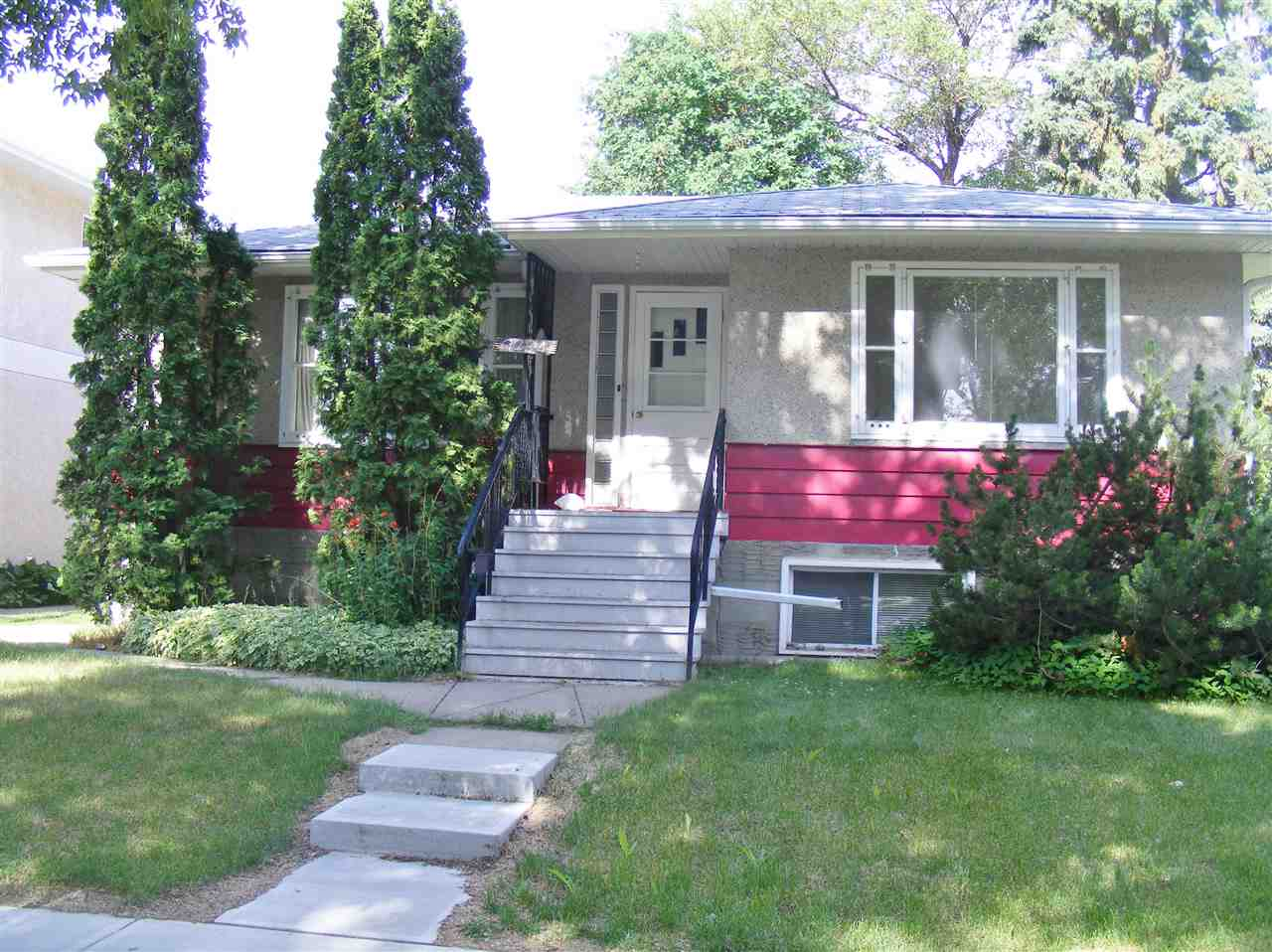 Main Photo: 9234 92 Street in Edmonton: Zone 18 House for sale : MLS®# E4119453