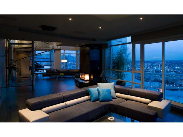 "Main Photo: # 3801 1199 MARINASIDE CR in Vancouver: Yaletown Condo for sale in ""AQUARIUS"" (Vancouver West)  : MLS(r) # V955991"