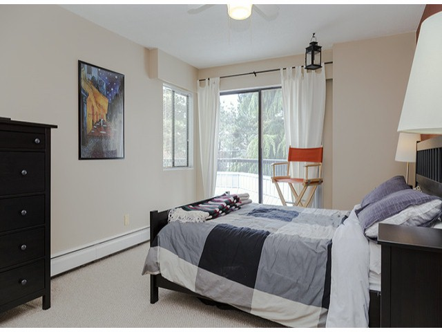 "Photo 8: 204 1544 FIR Street: White Rock Condo for sale in ""JUNIPER ARMS"" (South Surrey White Rock)  : MLS(r) # F1412897"