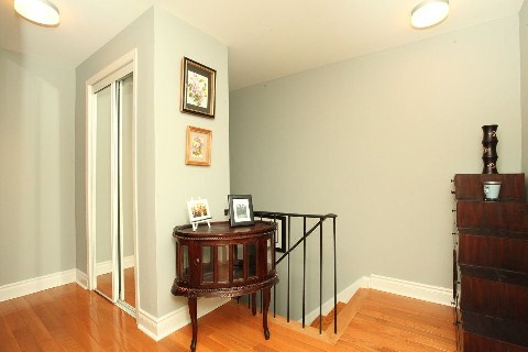 Photo 5: 1 140 Ripley Court in Oakville: College Park House (2-Storey) for sale : MLS® # W2942554