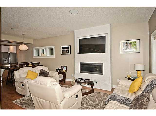 Photo 2: 1 1925 36 Street SW in Calgary: Killarney_Glengarry Townhouse for sale : MLS® # C3645844