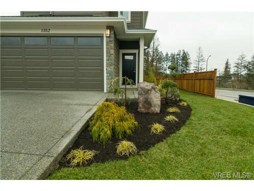 Photo 2: 1102 Bombardier Crescent in VICTORIA: La Westhills Single Family Detached for sale (Langford)  : MLS(r) # 346108