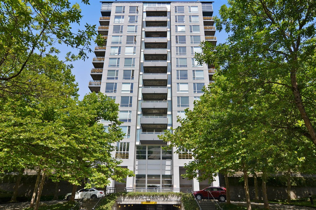 "Main Photo: 107 3061 N E KENT Avenue in Vancouver: Fraserview VE Condo for sale in ""The Pheonix"" (Vancouver East)  : MLS(r) # V1130839"
